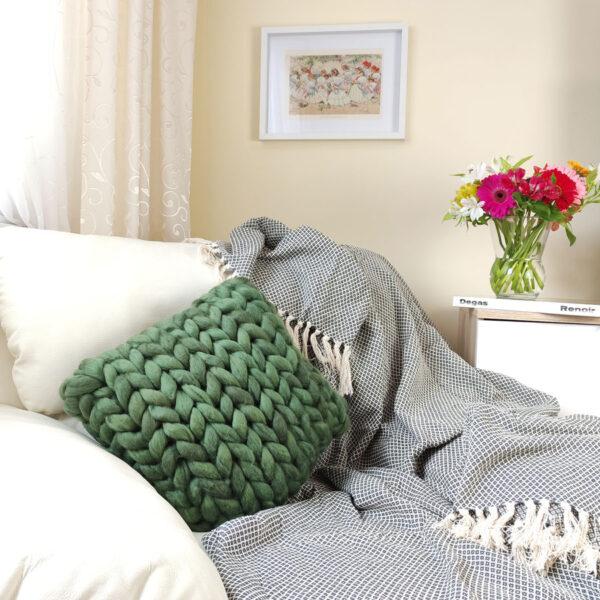 Pletený polštář z ovčí vlny, zelený